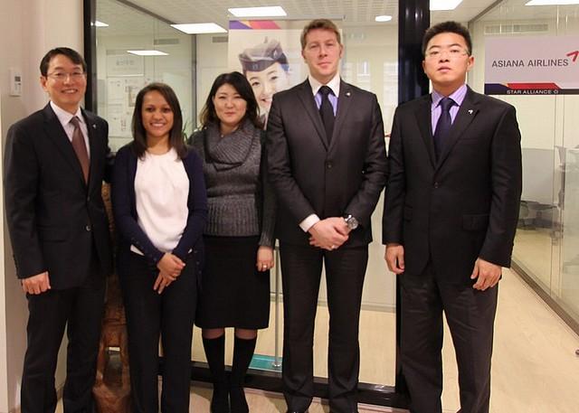 Asiana Airlines Team Paris
