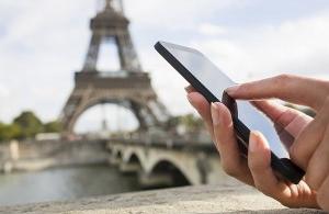 Les touristes touchent Paris du doigt pour les fêtes