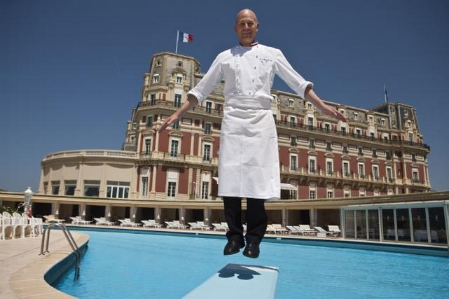 A biarritz four seasons s engage avec l h tel du palais - Prix chambre hotel du palais biarritz ...