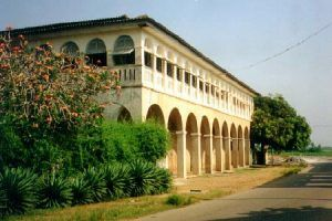 Grand-Bassam-immeuble-coloniale-a-renover1