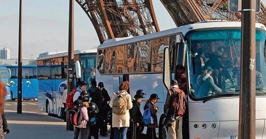 Stationnement trop cher: les autocaristes en colère menacent de bloquer Paris