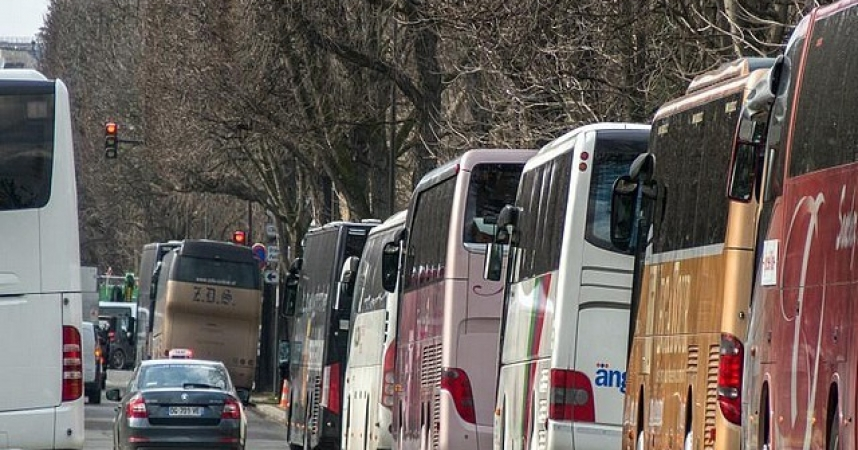 Des autocars de tourisme en force à Paris