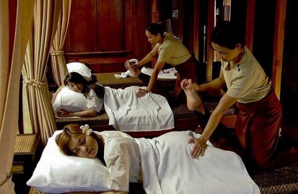 En Thaïlande, des massages qui passent cinq sur cinq
