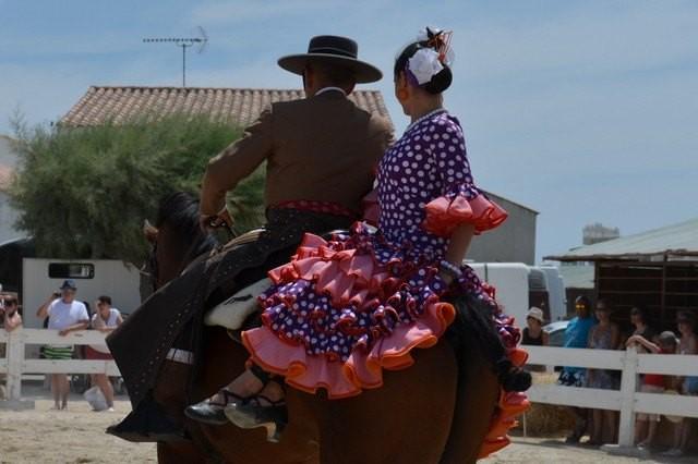 Les saintes montent sur leurs grands chevaux - Office du tourisme sainte marie la mer ...