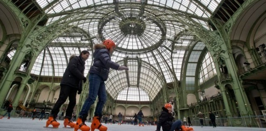 Un patin à rouler au Grand Palais
